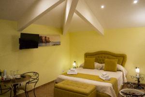 cama, Habitación Triple, la gemma a napoles