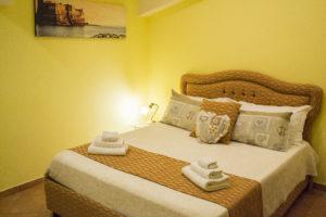 cama, doble, naranja, detalles