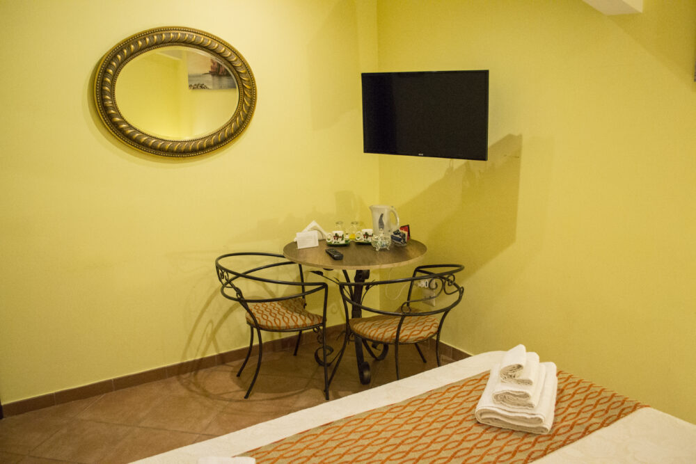 double room, orange, table, chair, tv led, mirror, bed, handmade
