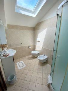 Baño, detalles, Habitación Triple, la gemma a napoles